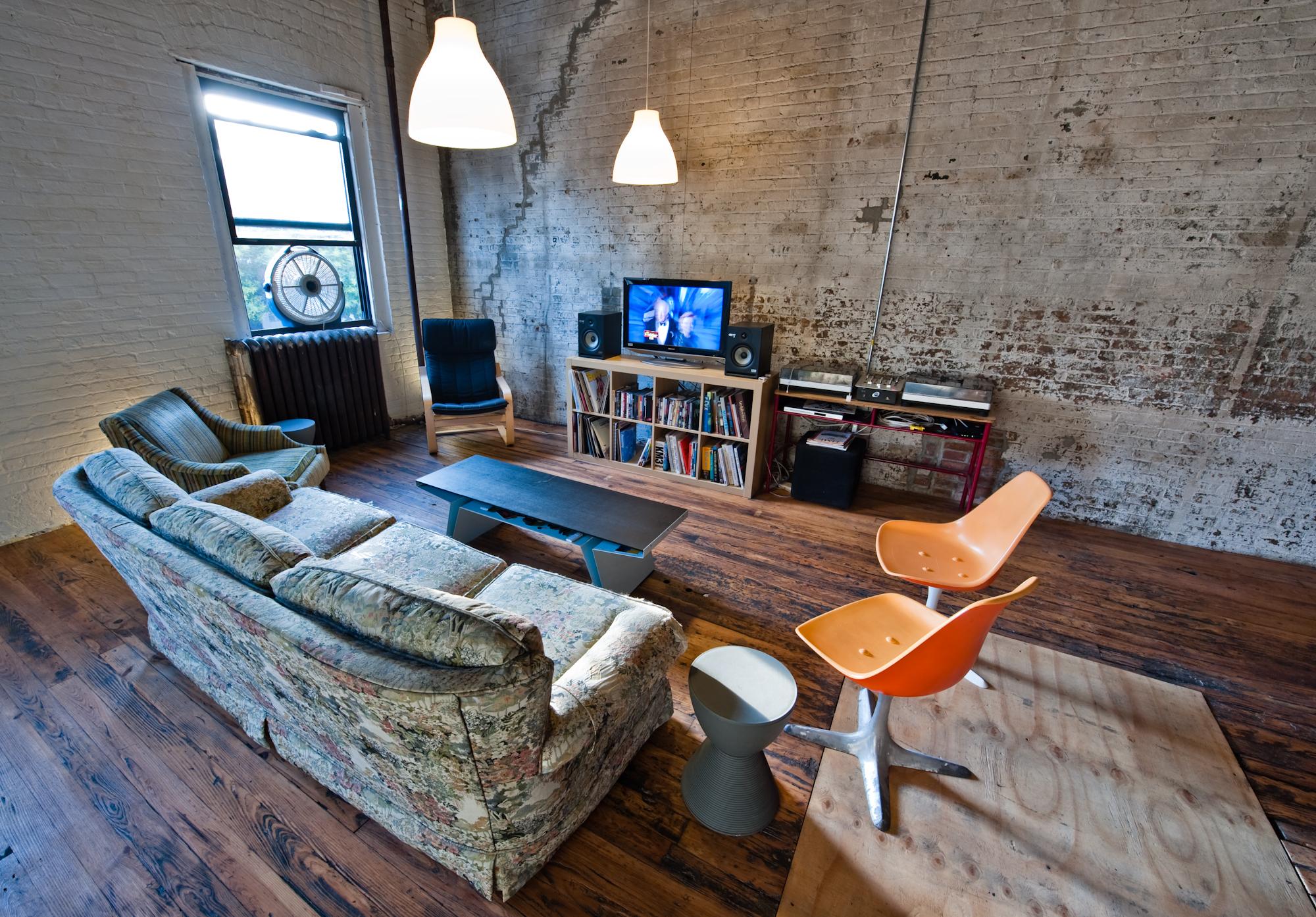 Lofts new-yorkais de puristes dans l'esprit des années 70