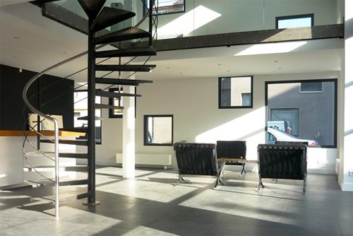 27 id es d 39 escaliers pour votre loft - Escalier milieu de piece ...
