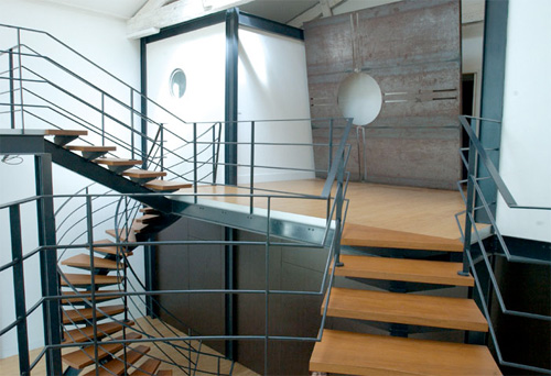 21 spiral staircase, which fits perfectly in the mezzanine floor on