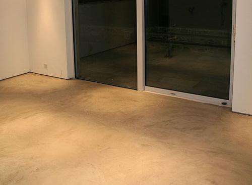 beton cire clair de couleur sable et beige