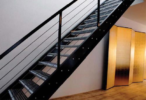 escalier en metal du loft