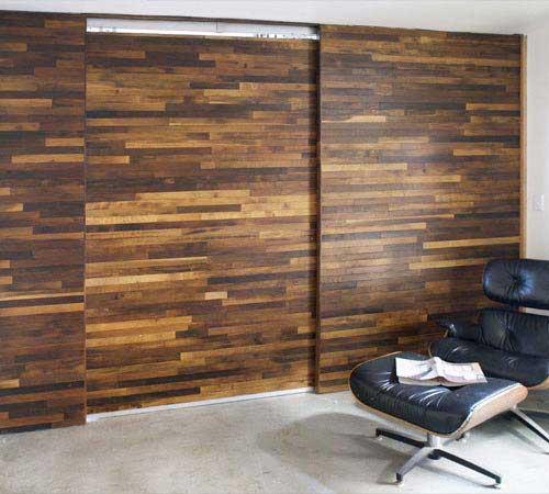 porte coulissante en bois design et Lounge Chair Eames.