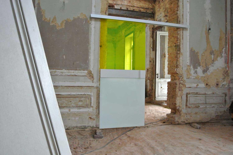 Porte coulissante en verre jaune for Deco porte coulissante
