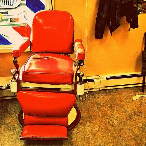 Des fauteuils pas comme les autres - Chaise barbier a vendre ...