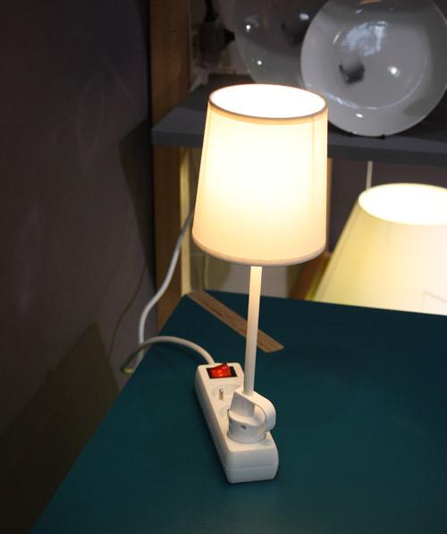 lampe branchée multiprise
