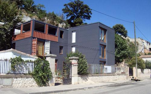 construction d une maison container marseille. Black Bedroom Furniture Sets. Home Design Ideas