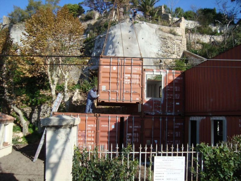 Installation des containers de la maison