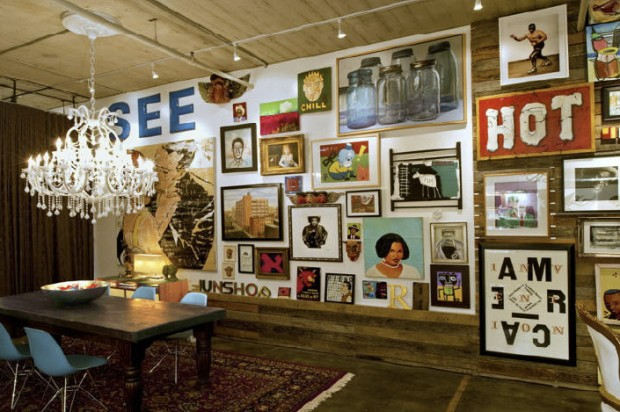 mur rempli de tableaux. Black Bedroom Furniture Sets. Home Design Ideas