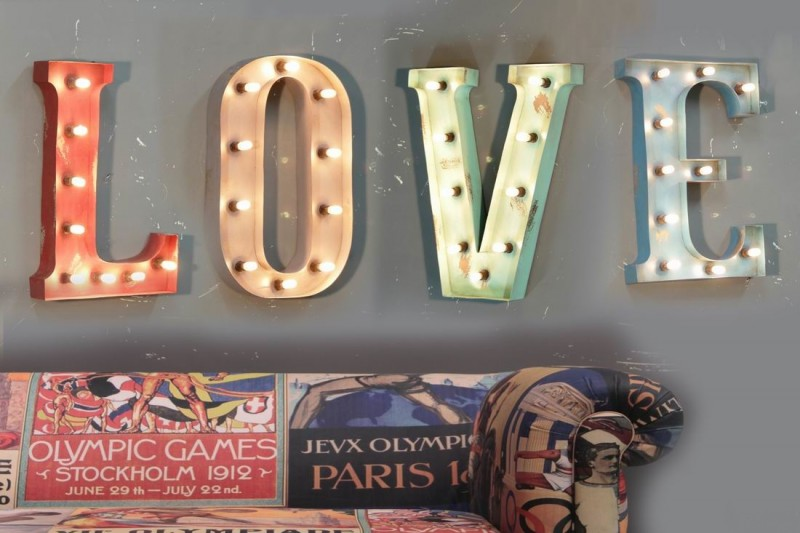 Lettres lumineuses LOVE style ancienne enseigne