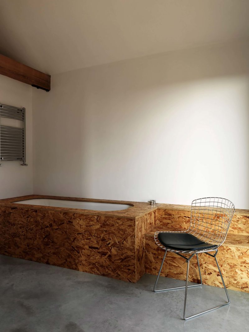 Osb Dans Salle De Bain aménagements en osb dans une grange transformée en loft