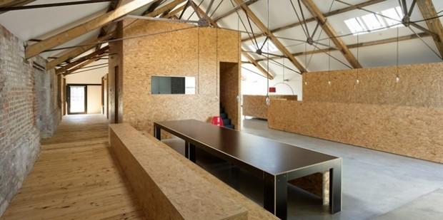 Ochre barn grange transform e en loft for Interieur osb