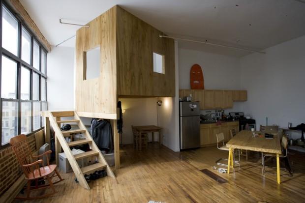 Cabane dans le séjour d'un loft