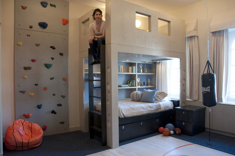 mur d 39 escalade dans une chambre d 39 enfant. Black Bedroom Furniture Sets. Home Design Ideas