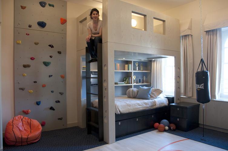 Mur d 39 escalade dans une chambre d 39 enfant - Mobilier chambre d enfant ...