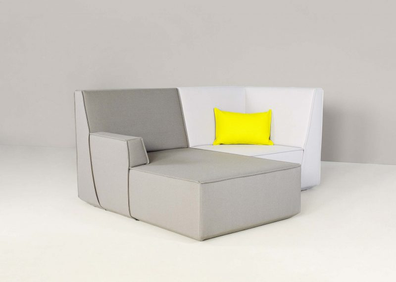 Petit canapé d'angle gris