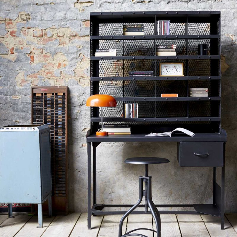 bureau industriel en m tal esprit tri postal. Black Bedroom Furniture Sets. Home Design Ideas