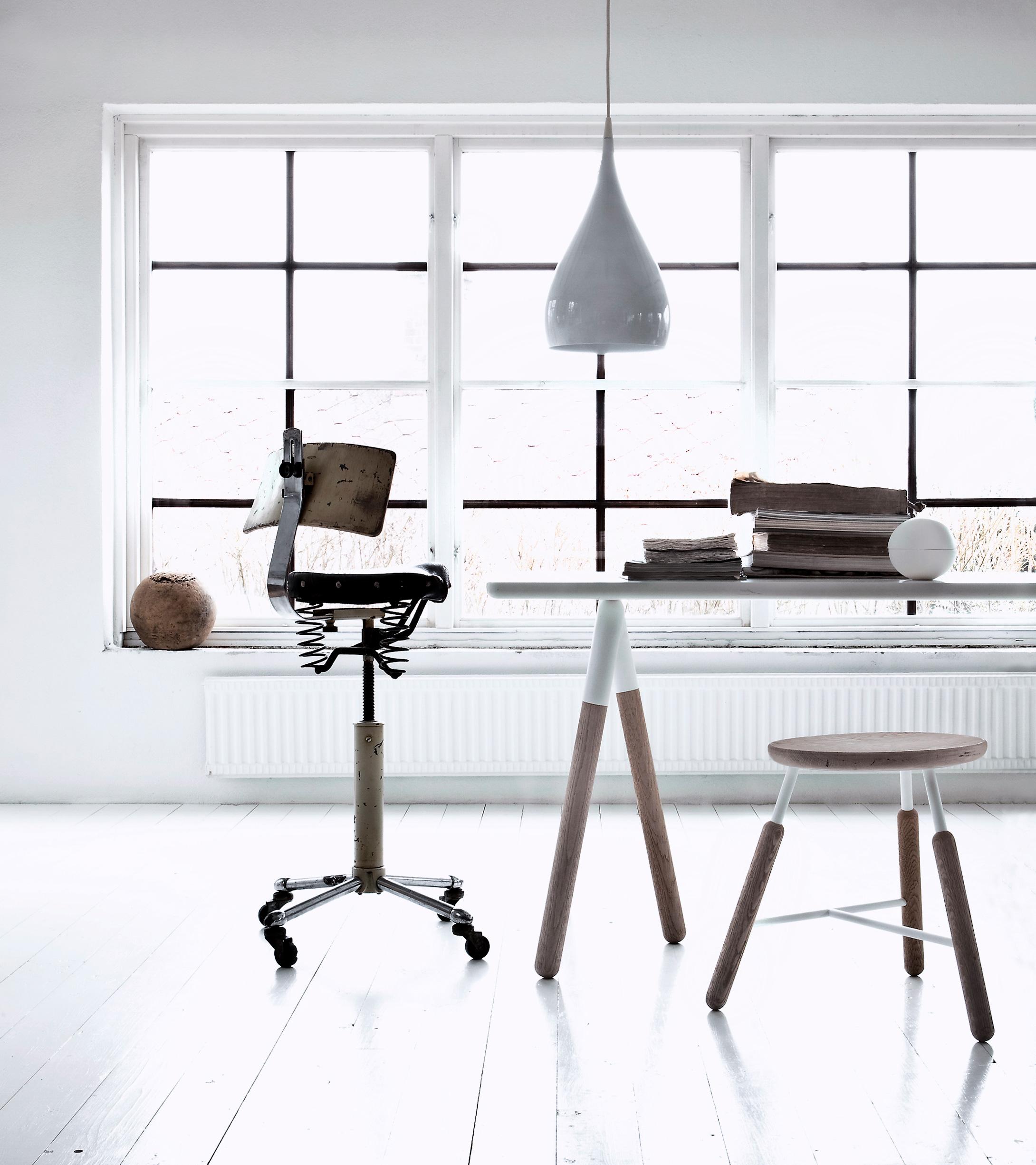 bureau scandinave moderne. Black Bedroom Furniture Sets. Home Design Ideas