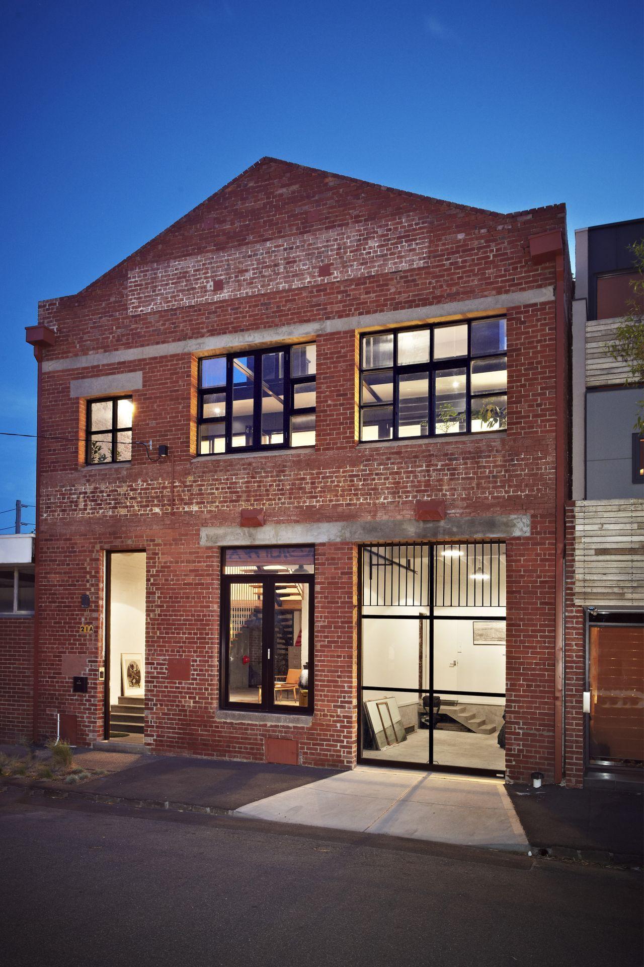 Façade d'une usine en briques transformée en loft