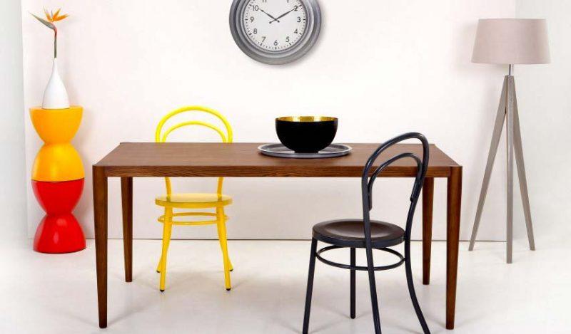 Table contemporaine en chêne foncé