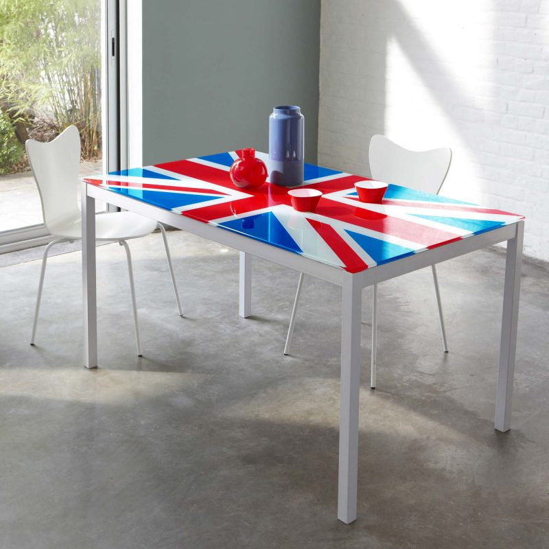 table avec drapeau anglais. Black Bedroom Furniture Sets. Home Design Ideas
