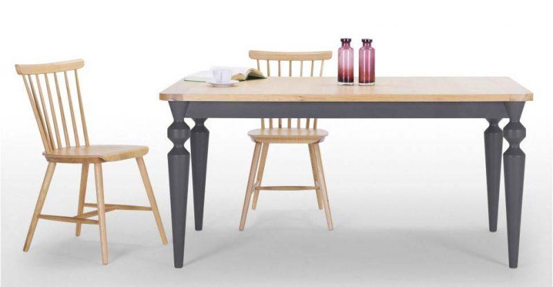Table rustique moderne avec pieds gris