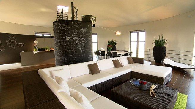 ch teau d 39 eau dans dans ma maison est la plus originale. Black Bedroom Furniture Sets. Home Design Ideas