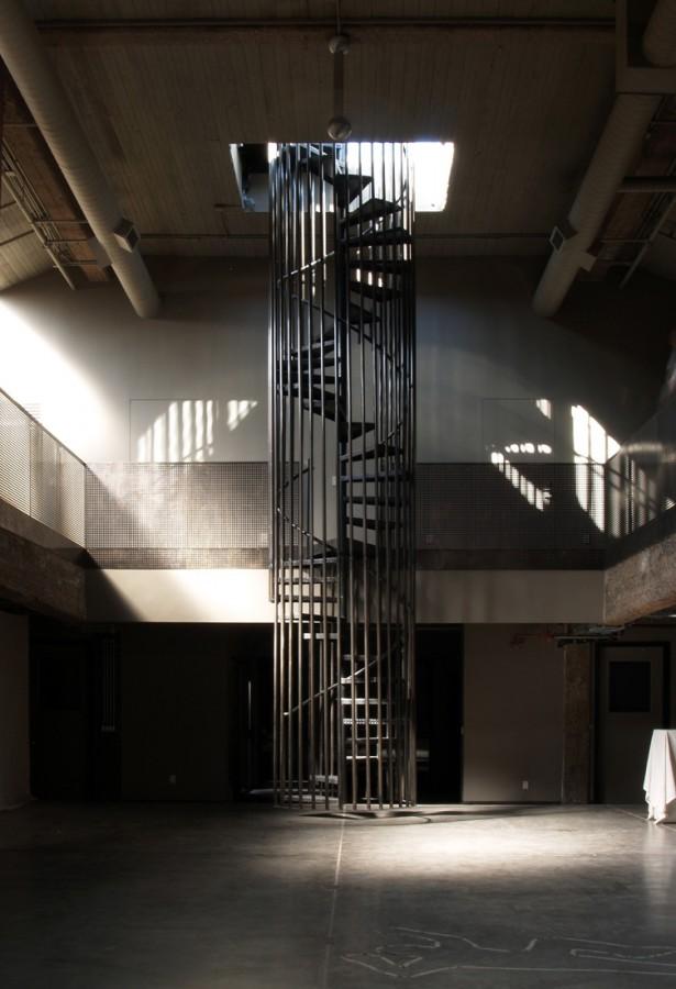 Escalier en colima on dans une cage en m tal for Cage escalier design