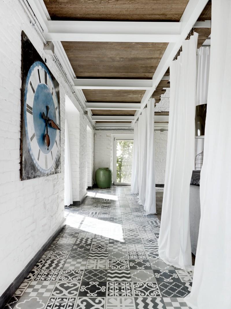 Carreaux de ciment dans un couloir