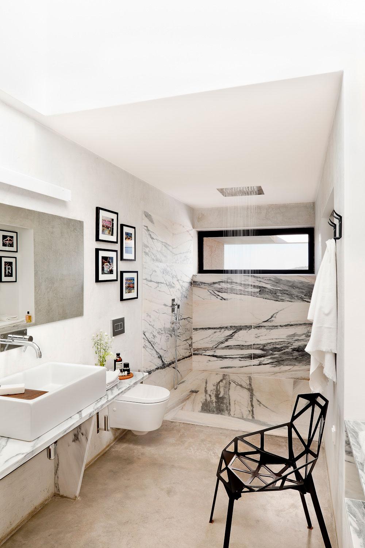 Salle de bain avec douche l 39 italienne en marbre - Meuble sdb ontwerpen ...