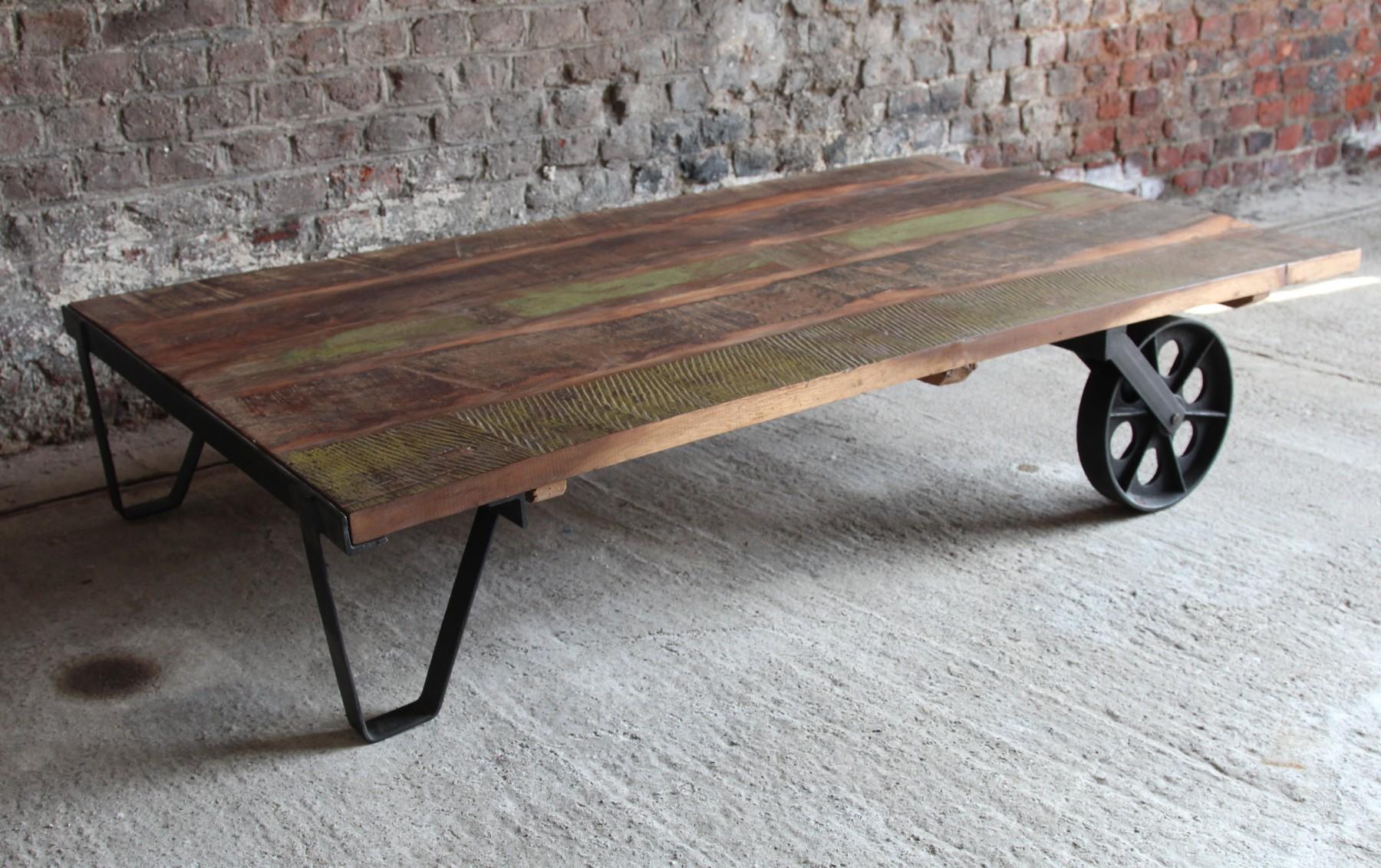 table basse deco industrielle. Black Bedroom Furniture Sets. Home Design Ideas