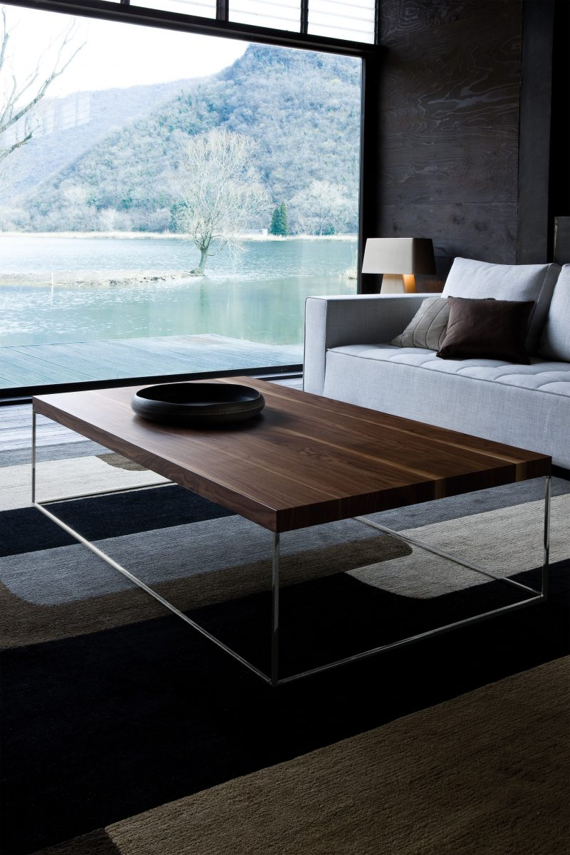 Table basse design en noyer