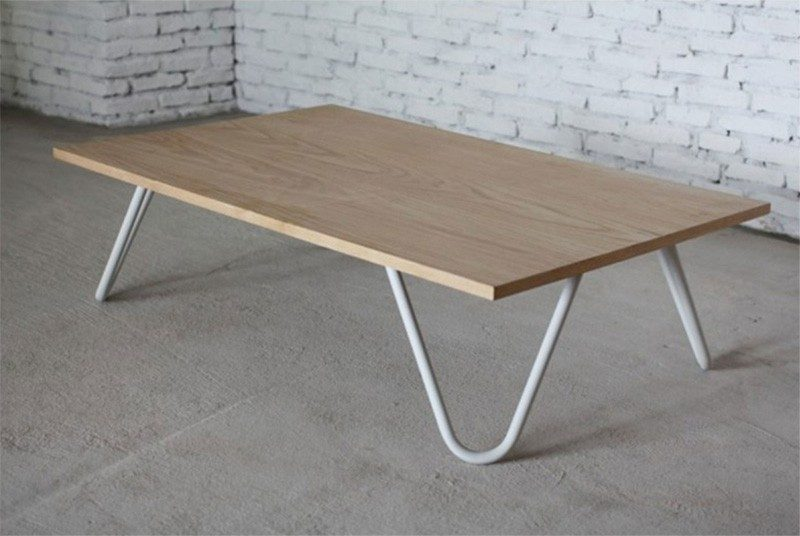 Table basse design en bois avec pieds en m tal for Pied table design