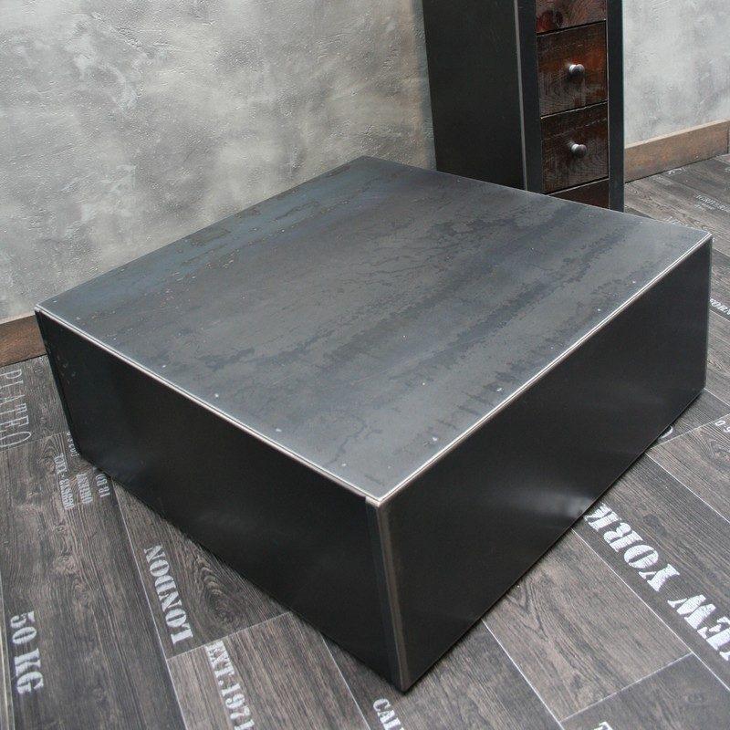 Table basse en acier - Deco pour table basse ...