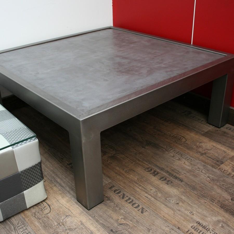 table basse en acier avec plateau b ton. Black Bedroom Furniture Sets. Home Design Ideas