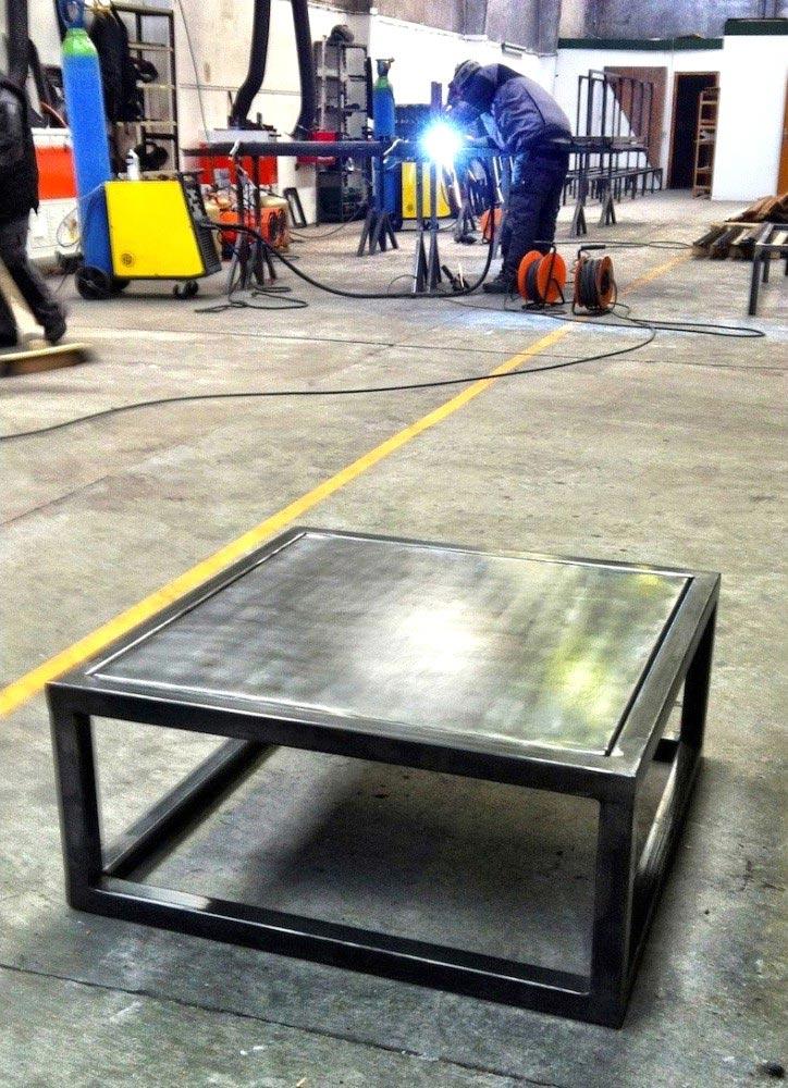 Table basse en métal fabriquée en France
