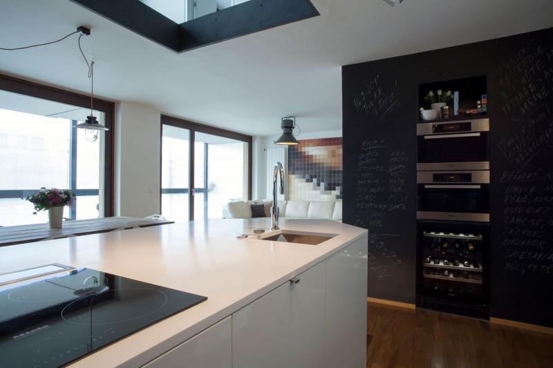 cuisine avec mur en peinture tableau. Black Bedroom Furniture Sets. Home Design Ideas