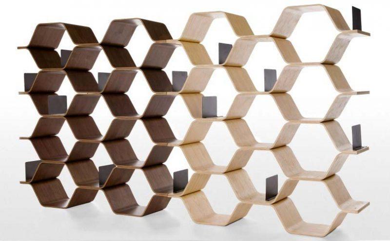 Bibliothèque à polygones en bois