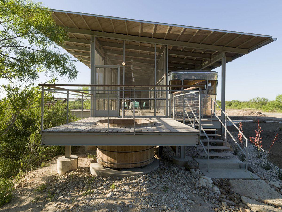 Maison construite autour d 39 un mobile home - Maison contemporaine construite autour dun arbre ...