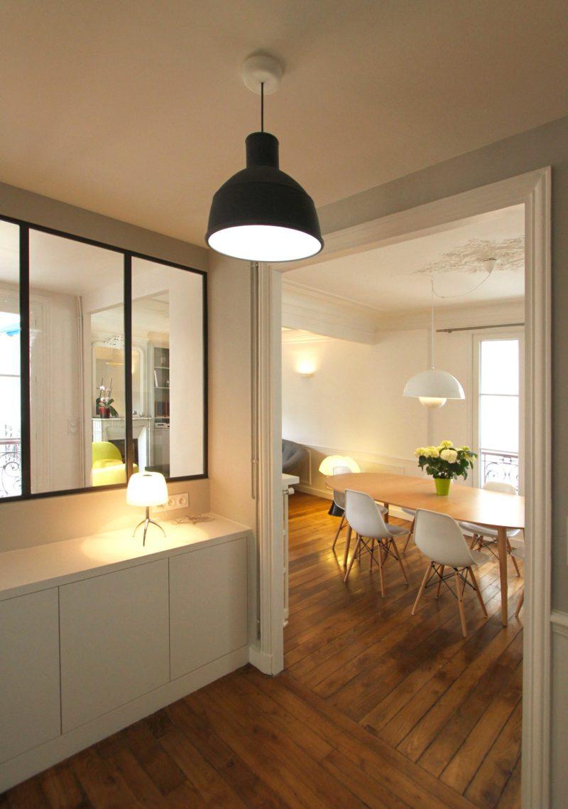 Rénovation d'un appartement haussmannien par Camille Hermand avec fenêtre esprit atelier loft