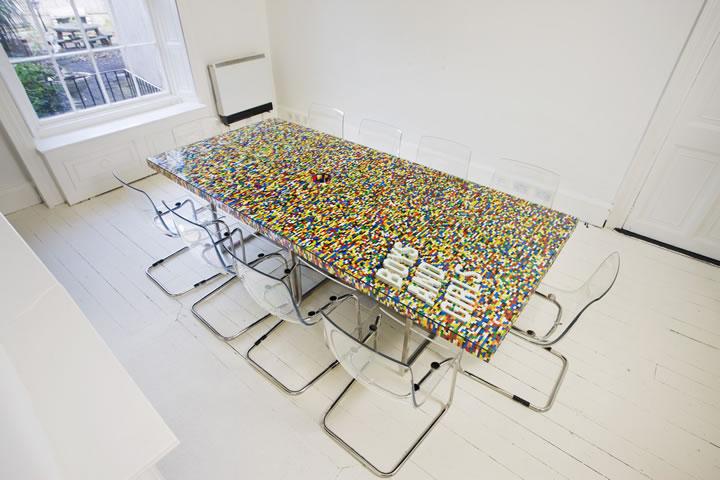 Deco avec table en LEGO