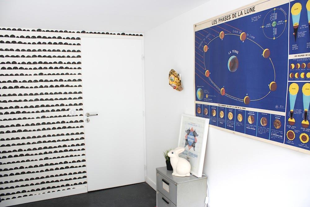 papier peint journal noir et blanc dco de mur avec papier. Black Bedroom Furniture Sets. Home Design Ideas
