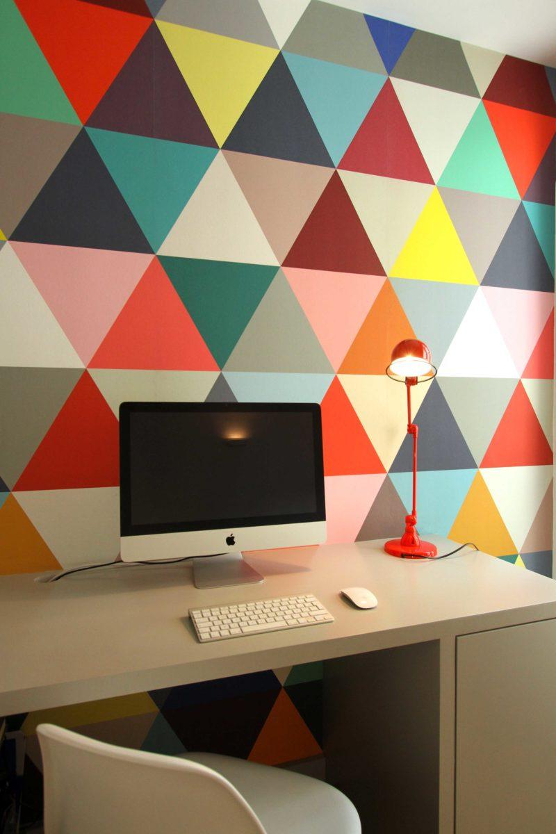 Déco de mur avec papier peint triangle
