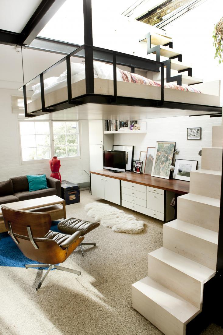 Séjour du loft avec Eames Lounge Chair