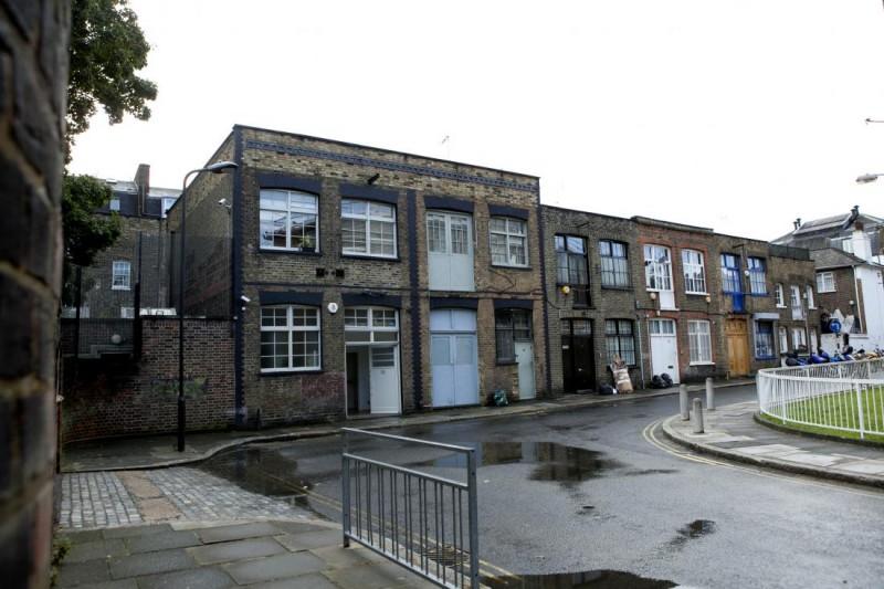 La façade du petit loft à Londres