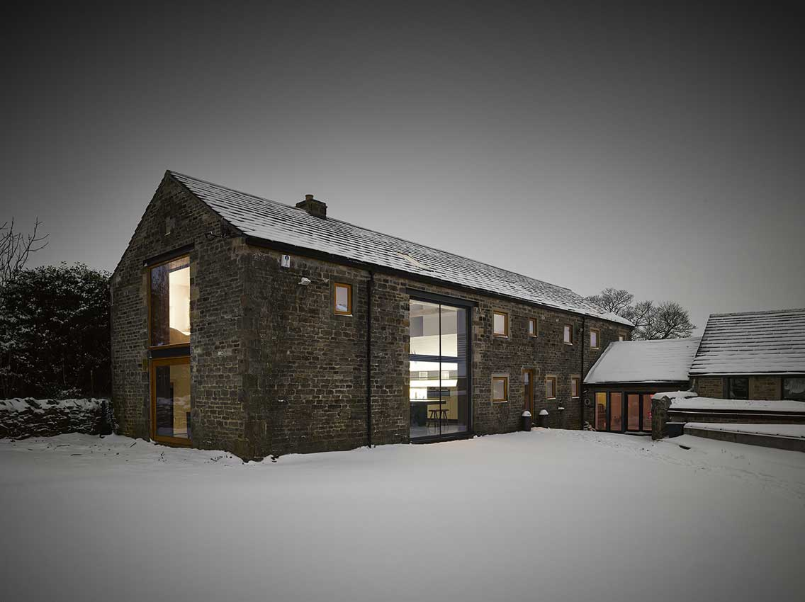 Connu Rénovation d'une grange par Snook Architects JV98