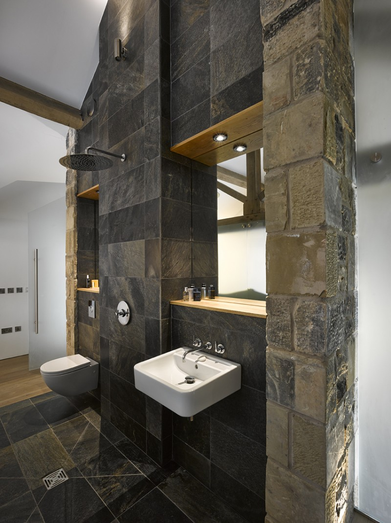 R novation d 39 une grange par snook architects for Renovation mur salle de bain