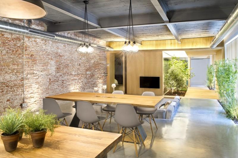 Salle à manger avec chaises Eames