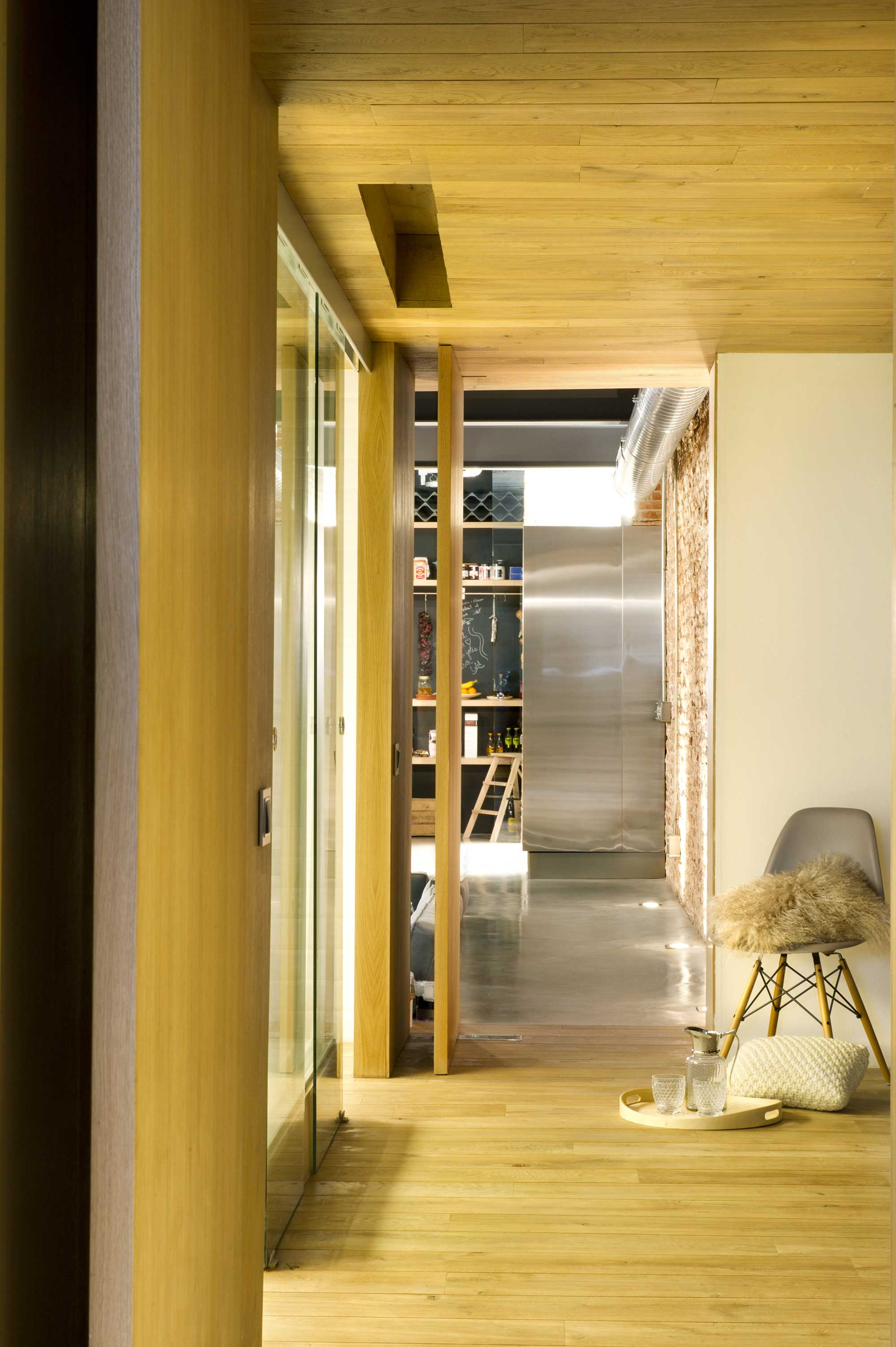 Salle de bains avec parquet - Loft en terrassa ...