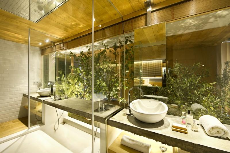 Douche avec paroi vitrée