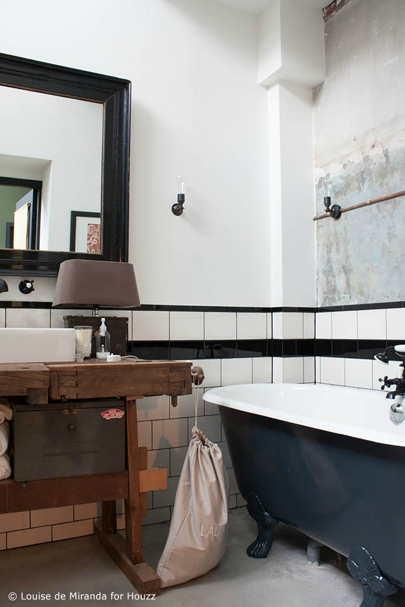 Meuble de salle de bains avec ancien établi